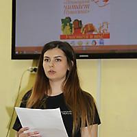 Ксения Григорьева, студентка ПсковГУ,  читает авторский перевод стихотворения Пушкина на французский язык