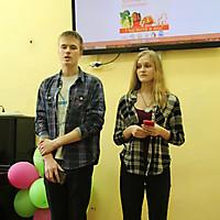 Максим Болобайко и Анастасия Колпачкова, студенты университета, читают Пушкина на французском языке