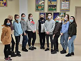 Группа студентов РМАТ вместе  с преподавателем С.В.Кусковой